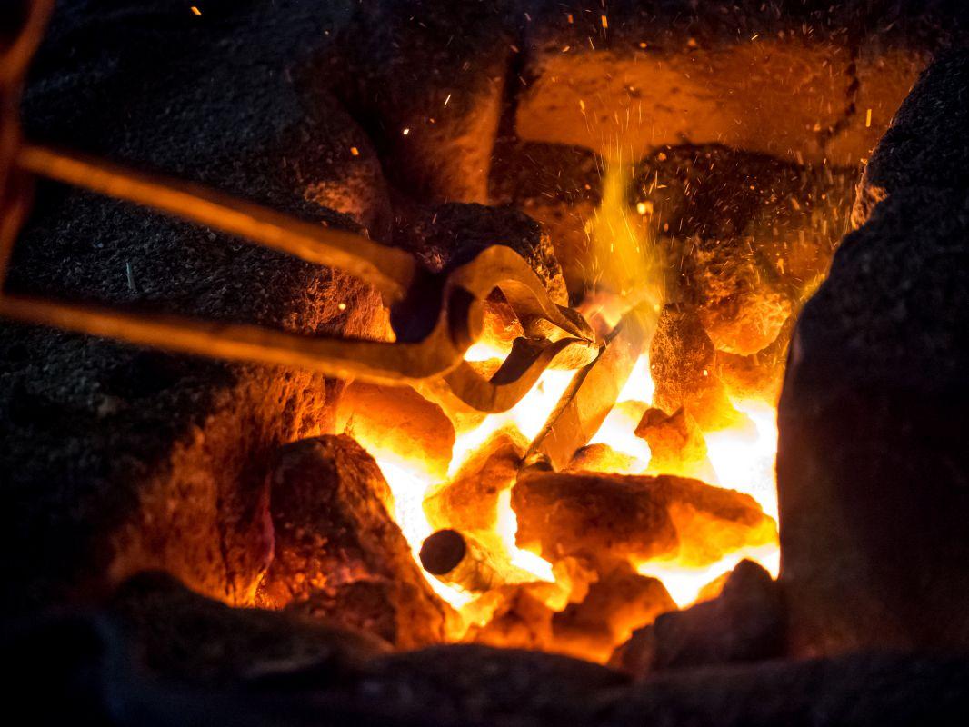 types of blacksmith tongs